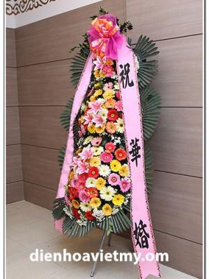 Kệ hoa đẹp cắm theo phong cách Hàn Quốc, đây là món quà ý nghĩa nhân ngày khai trương.