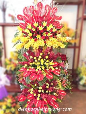Lẵng hoa khai trương 3 tầng đẹp và rực rỡ. Lẵng hoa mang tới không khí náo nhiệt và may mắn.